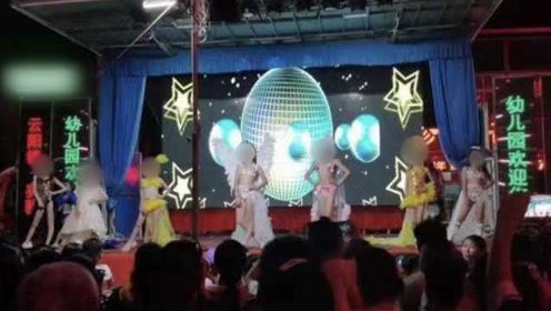 幼儿园宣传现少儿比基尼秀?老师:由童模表演,穿的是演出服