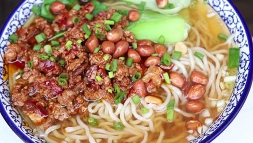 农村地锅做的重庆小面,大口大口吃,看都看饿了