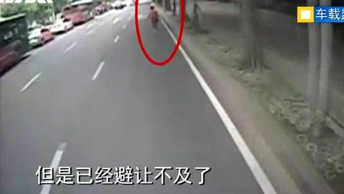 """因开车""""低头""""致人死亡,福州一公交司机获刑"""