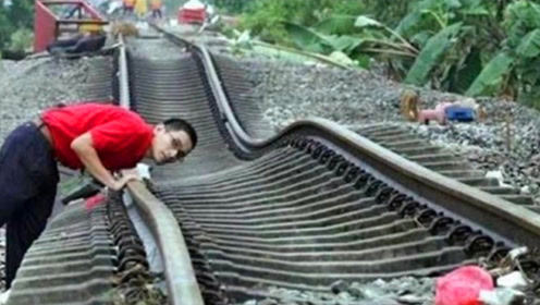 扭曲得像泡面的铁轨,火车开起来像喝醉了一样,网友:不敢坐!