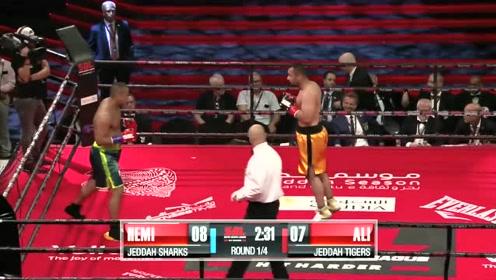 重量级选手几个重拳就将对手KO了