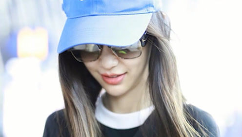 Baby戴小蓝帽穿运动衫少女感爆棚 耐心签名温柔亲和