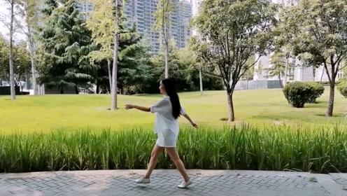 """拍摄技巧:1分钟学会视频的""""自制""""转场效果!"""