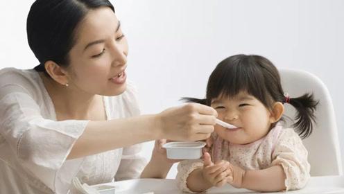 中国式给宝宝喂饭经典做法 这么做纯属坑娃