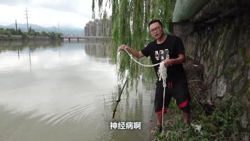 拿着强磁在河边打捞东西,捞到一个袋子,袋子里的东西吓我一跳