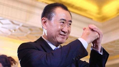 王思聪唱《黑色幽默》,王健林的《单恋一枝花》,差距一目了然!