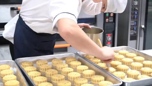 吃货大学半月做14万块月饼发学生,70位厨师每日工作16小时
