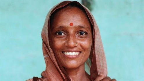 为何印度女人的额头上,会有一个红点?背后原因让人不可思议!