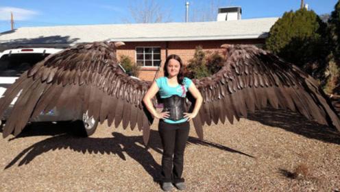 国外美女耗资100万将翅膀植入背部,真的能飞?网友:目瞪口呆
