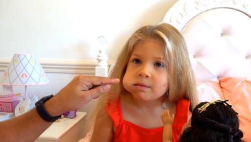 萌娃得了蛀牙,脸肿了好大一块,爸爸带她买玩具看医生,好心疼!