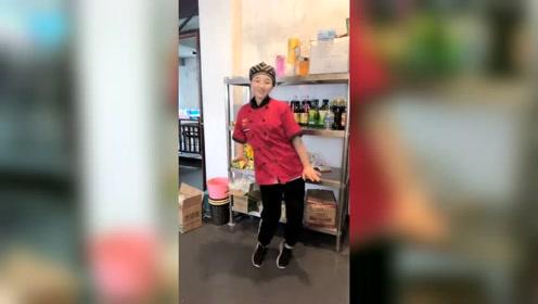 厨师小姐姐正在跳舞,接下来发生的事,原谅我不厚道的笑了