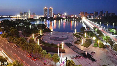 中国3个带江的地方,哪座城市最先进入超一线,哪个最有前途?