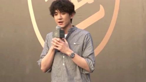 林更新晒亲吻照宣传新剧 网友调侃:以为公布恋情