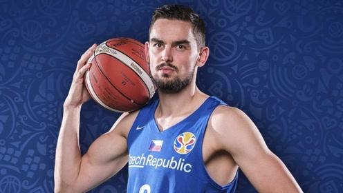 篮球世界杯萨托兰斯基十佳球滑翔单臂压哨暴扣神传助飞巴尔温暴扣