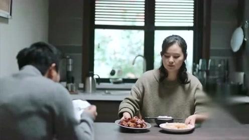 《遇见幸福》赵雅茹心疼欧阳严严,给他喂肉,他还不吃了!