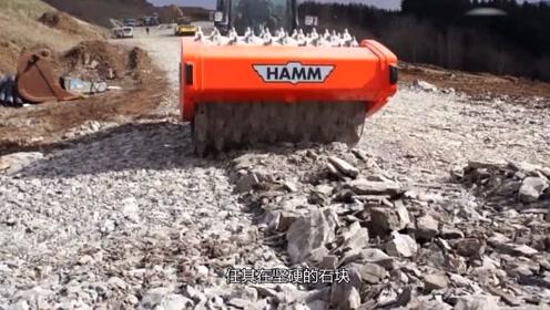 """德国发明""""狼牙棒""""碎石机,碾过碎石路面时,石头:我太惨了"""