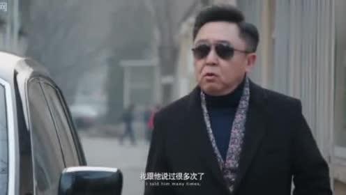坑爹:穷小伙给老总开车,结果被一排豪车拦住,竟对他恭敬有佳
