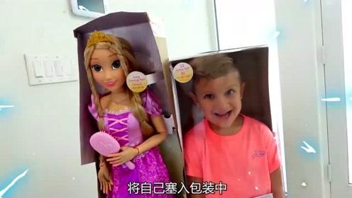 熊孩子趁妹妹不在,将自己装进芭比娃娃袋子中,吓得她大声尖叫!