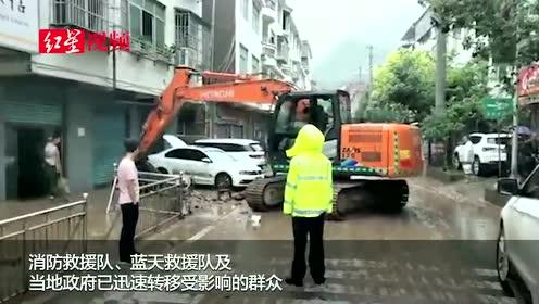 巴中强降雨后通江碧溪:淤泥清理,通行车辆分时段放行