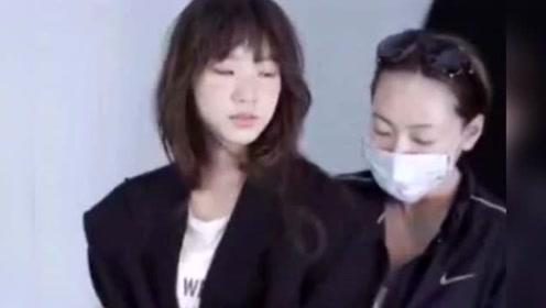 """为女儿进圈造势?小S晒许曦文拍杂志视频,霸气表示""""她要来了"""""""