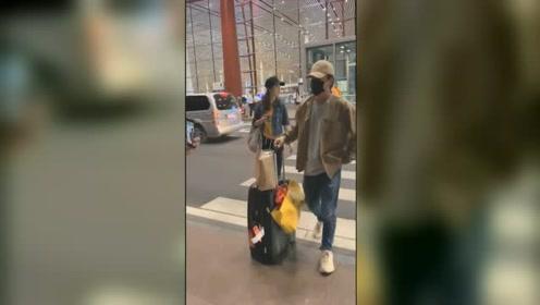 黄渤现身机场遭到冷落,摄影师逮住他女助理一顿拍
