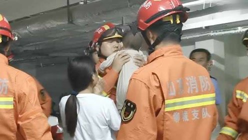 消防员半月没回家,遇女婴被困车内,出警竟发现是自己闺女