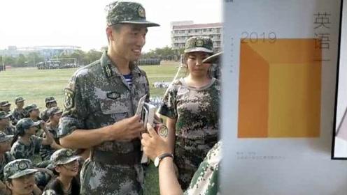 硬核礼物!160名新生为退伍教官庆生,送上考研英语书
