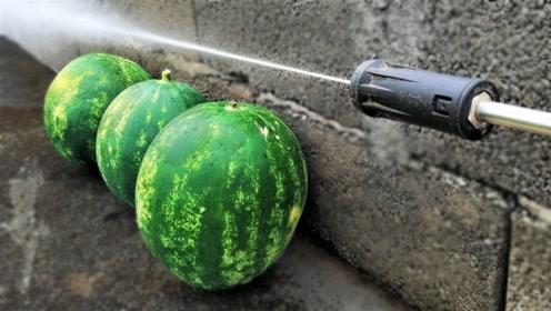 刚买的大西瓜想洗了吃,拿来高压水枪一冲,结果却惨不忍睹!