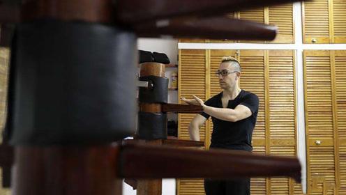 中国木桩被外国人改良后,竟这么实用,让木人桩更加灵活!