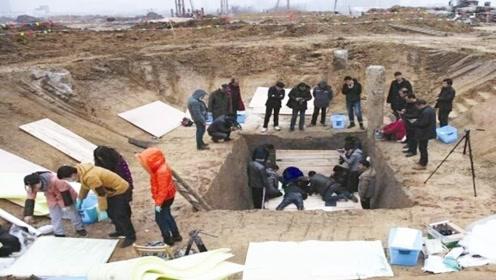 考古专家挖掘800年前古墓,70岁大爷赶来阻止:这是我家祖坟