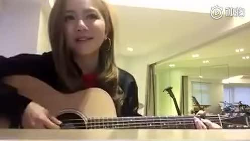 邓紫棋吉他弹唱 《笑看风云》可惜只有一小段,好好听啊