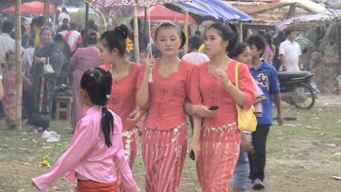 为什么缅甸女人都穿筒裙?当美女把筒裙脱下后,令人出乎意料