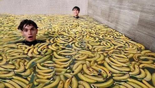 老外趣味实验,挑战一千根香蕉泡澡,跳入瞬间画面不敢想象!