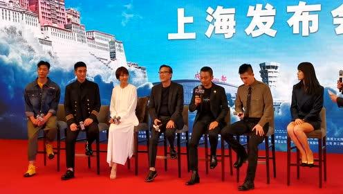 《中国机长》来了,感受到了杜江袁泉满满的同事爱!