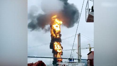 一艘油轮在韩国港口发生爆炸 引燃附近油轮致10人受伤
