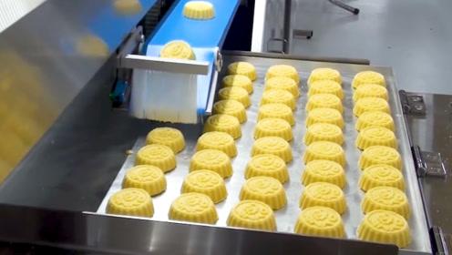 机器就是这样做月饼的,一个小时就能生产4000多个