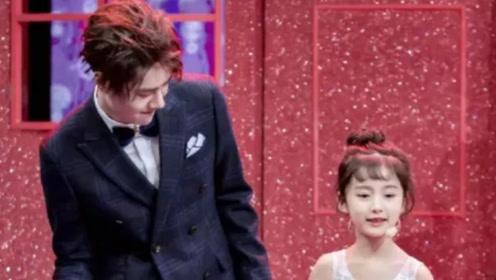 王一博被节目组要求跳舞,还特意安排了舞伴,粉丝瞬间抓狂!