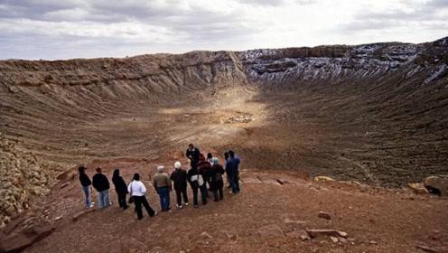 世界上最大的陨石坑,当地人祖祖辈辈住在里面,却从未走出来过