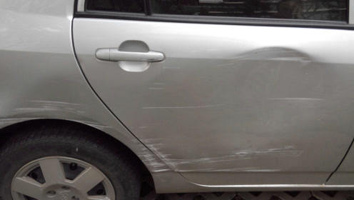 停车后车子被刮找不到人咋办?老司机教你3招,让他乖乖回来找你
