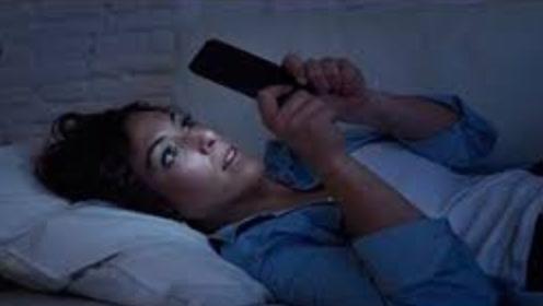 长时间睡觉前经常玩手机的,会怎样?早点叮嘱身边人