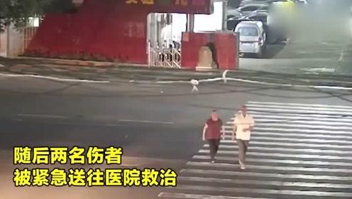 监拍:江西两老人过马路 人行道上被撞飞 老大爷欲救老伴未能成功