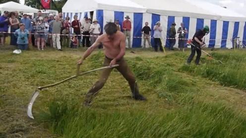 小伙没钱买割草机,自己改造镰刀,结果轻松吊打割草机