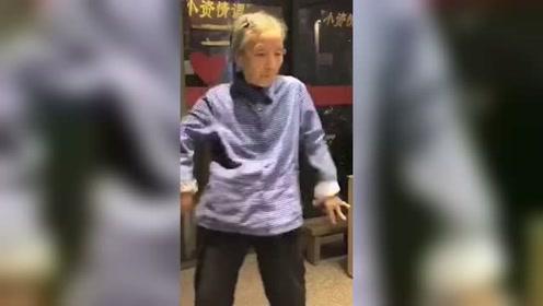 奶奶跳舞视频走红网络 网友:可以原地出道了