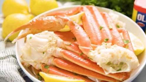 如何正确吃螃蟹腿呢?国外阿姨现场教学,咀嚼吃的更香