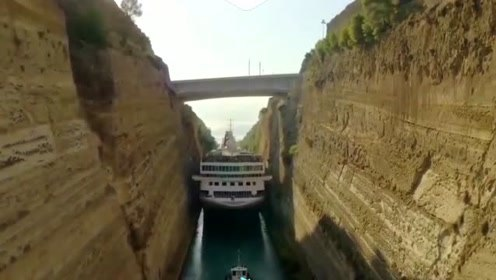 难以置信!巨型游轮在希腊24米宽运河中成功穿梭