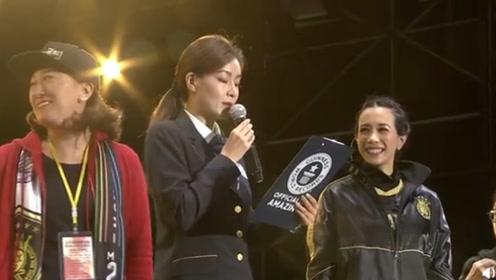 莫文蔚拉萨举行演唱会 破吉尼斯世界纪录分享喜悦