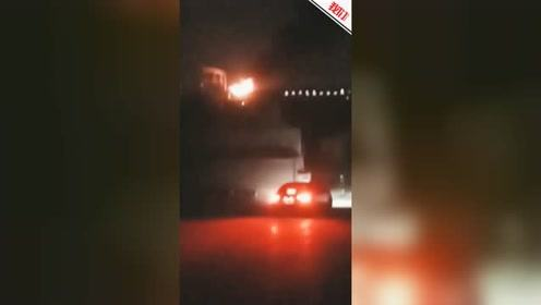 上海开往开化D5689次动车起火 官方:尾部机车突发故障