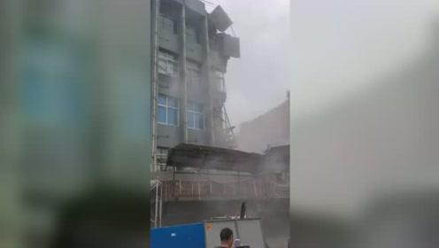 浙江温州一办公楼局部坍塌 房屋受损严重现场一片狼藉
