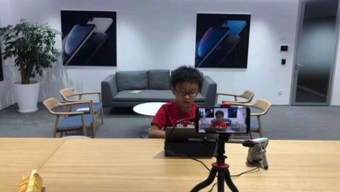 """赞!8岁小学生开网络编程课爆红 爸爸也是""""宝藏大男孩"""""""