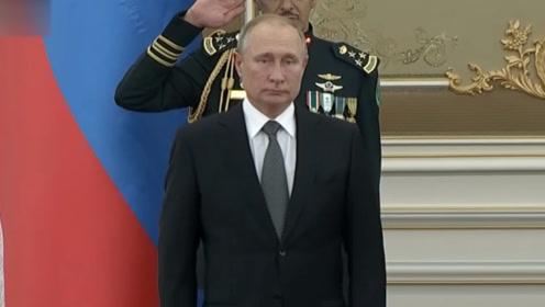 现场!沙特军乐团演奏跑调版俄罗斯国歌 普京的表情亮了